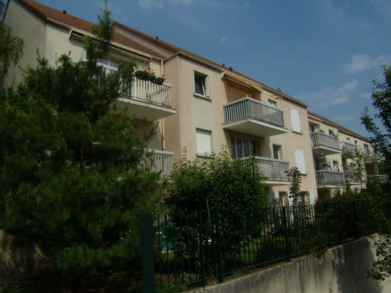 Annonce location appartement yerres 91330 28 m 621 for Piscine yerres